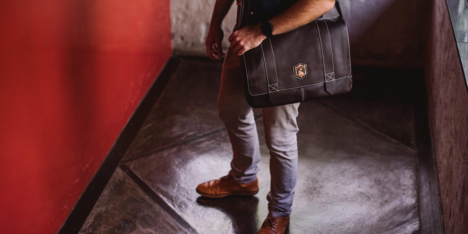 Bolsa masculina de couro para notebook Schuster NW066